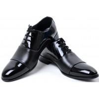 Гладкая кожа обуви
